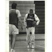 1988 Press Photo Seattle Supersonics basketball's Dale Ellis enjoys practice