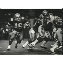 1984 Press Photo Seattle Seahawks football running back, David Hughes, in action
