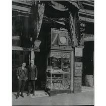 1917 Press Photo Ralph Goldberg &  Sam Weisfeld outside their watch repair shop