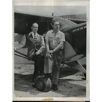 1947 Press Photo New York Clifford V.Evans JR and George Truman,Globe Fliers NYC