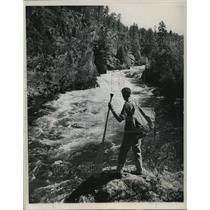 1951 Press Photo Hiker on Trail at Boundary Waters Canoe Area in Canyon Falls