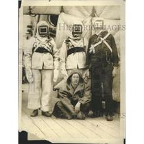 1919 Press Photo Bluejackets Wearing Latest Seamen's Gas Helmets and Respirators