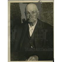 1925 Press Photo John Jeffress Cashes San Francisco Ferry Rebate Tickets