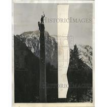 1943 Press Photo High Riggers Bill Pierce & Harold White in British Columbia