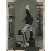 1922 Press Photo Acrobats Dorothy & Marjorie Cowdrey at Sargent School, Boston