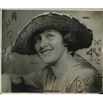1919 Press Photo Ms. Olga Dorfner of Philadelphia, Best Known Swimmer in America