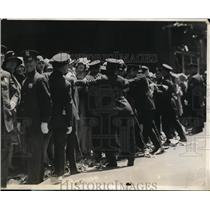 1929 Press Photo New York Police hold back crowd at Lindbergh parade NYC