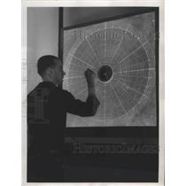 1950 Press Photo Walt Kouzlarich, Tech at Naval Marine Reserve Training Center