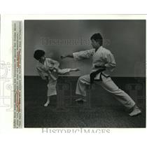 1984 Press Photo Sid Nelson and Chad Arbourgh in Tae Kwon Do Demonstration