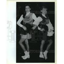 1992 Press Photo Mandeville Junior High - Amielle Abshire, Stephanie Senac