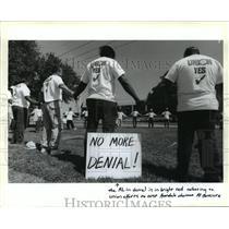 1994 Press Photo Avondale Shipyards - Union Members Pray, Louisiana - noa22141