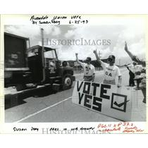 1993 Press Photo Avondale Shipyard - Workers In Support of Unionization