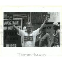 1993 Press Photo Avondale Shipyard - Workers Before Unionization Vote, Louisiana