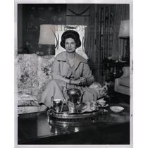 1962 Press Photo Mrs Henry C Johnson Socialist Chicago - RRW94191