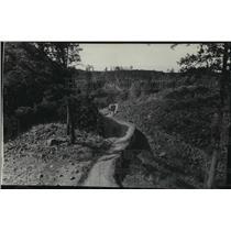 1934 Press Photo Walking up Spokane River Parkway  - spx19122