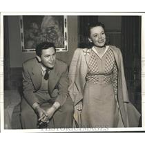 """1941 Press Photo Nancy Coleman and John Garfield in """"Dangerously They Live"""""""
