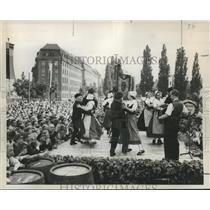 1953 Press Photo Dancers Perform at Annual Berlin Wine Week, Germany - noz00794