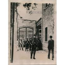 1922 Press Photo Courtyard of the Consulate Shows Crowds Outside Gates