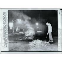1970 Press Photo Workman explosive device car Maryland - RRW92941