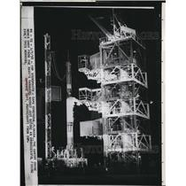 1958 Press Photo Gantry Crane Moves Away From Rocket Before Unsucessful Firing