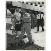 1962 Press Photo Alabama-Families reunited as National Guards of 117 returns