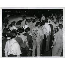 1941 Press Photo Strike Federal Shipbuilding Drydock Co - RRW87651