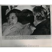 1962 Press Photo Mother and Father Embrace Returning Bay of Pigs Prisoner, Miami
