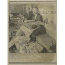 1969 Press Photo Narcotics Drugs Chased - RRW49285