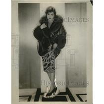 1928 Press Photo Red Panne Velvet Womens Evening Coat Fox Trim Silver Embroidery