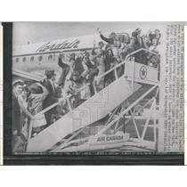 1965 Press Photo Passenger Seven Seas Plane New York - RRX84975