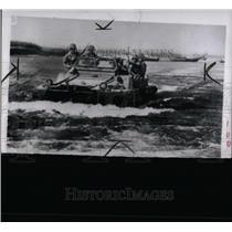 1950 Press Photo Marine Duck Heads For Korean War - RRY71733