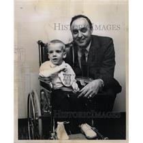 1967 Press Photo Ben Martin Coach Matthew Miller Child - RRW21997