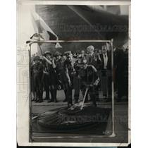 1927 Press Photo Paris Post #1 Had Honor of Renewing Flame That Burns at Tomb