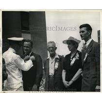 1942 Press Photo Army Navy E award to Wright Aeronautical Corp Capt K Whiting