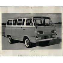 1960 Press Photo Econoline Ford Station Bus - RRW59829