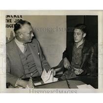 1941 Press Photo Inspector Chris Nelson Questioning - RRW00423