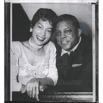 1956 Press Photo Giants baseball star, Willie Mays & bride, Marghuerite Chapman