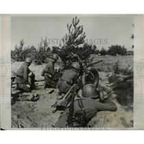 1940 Press Photo Anti tank gun squad in action somewhere in Russia - nem40381