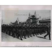 1934 Press Photo Soviet infantry marches in May Day parade in Moscow - nem40530