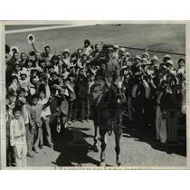 1932 Press Photo Japanese Children Transported to See Japanese Equestrain Riders