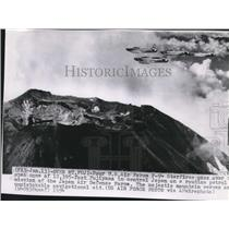 1954 Press Photo US Air Force F-94 Starfires pass over Mount Fujiyama