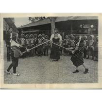 1929 Press Photo Japanese students practice fencing as part of their school work