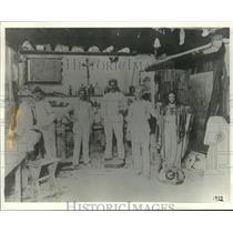 1912 Press Photo Artisans take a break from their work in a Third Ward studio