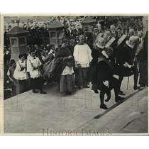 1928 Press Photo Sydney, Australia: Cardinal Cerretti arriving at St. Mary's.