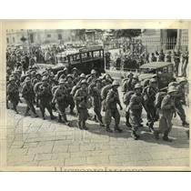 1935 Press Photo Italian Soldiers Smiling and Waving at Naples Pier in Italy