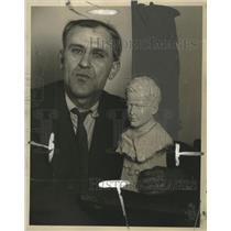 1927 Press Photo Milwaukee sculptor Frank C. Eickhoff with Lindbergh bust