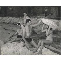 1943 Press Photo O'Hearn Schott swimming enthusiasts Mr - RRX83855