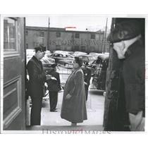 1953 Press Photo Mrs Gillie Oswald Patrolman John Smith