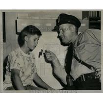 1952 Press Photo Serg Howard Wickstrom Ray Praski Gun - RRX55509