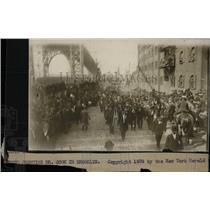 1909 Press Photo Brooklyn Parade Greeting Dr Cook - RRW78131